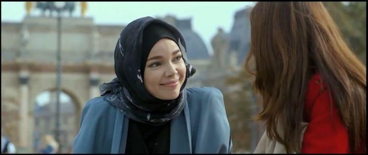 Ih, dia sekarang pakai jilbab