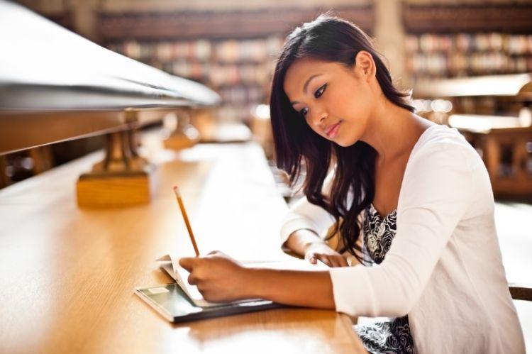 Menulis ulang materi yang kamu pelajari akan membantu