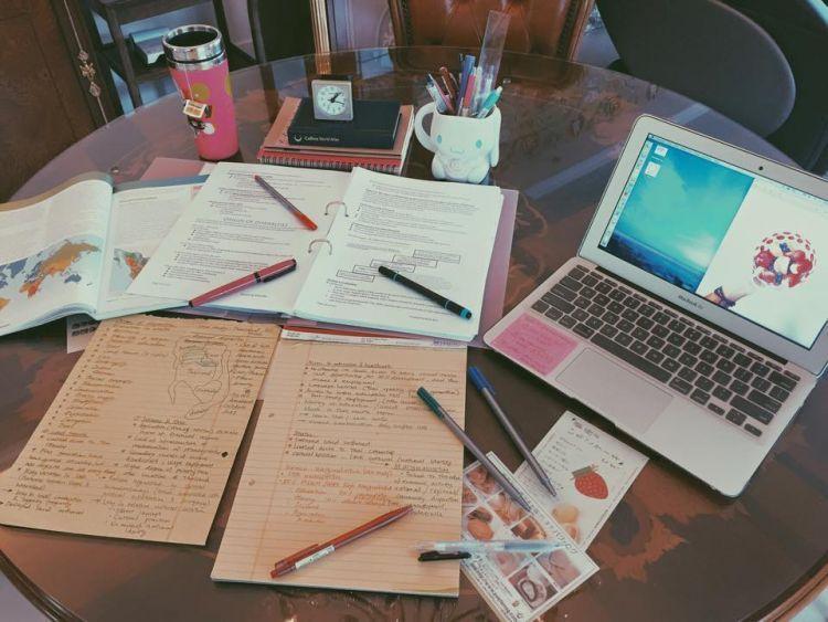Karena kelak dosen sesabar guru, skill menulis cepat akan membantu