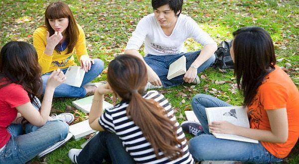 Lebih enak kalau kuliah tanpa kendala bahasa.
