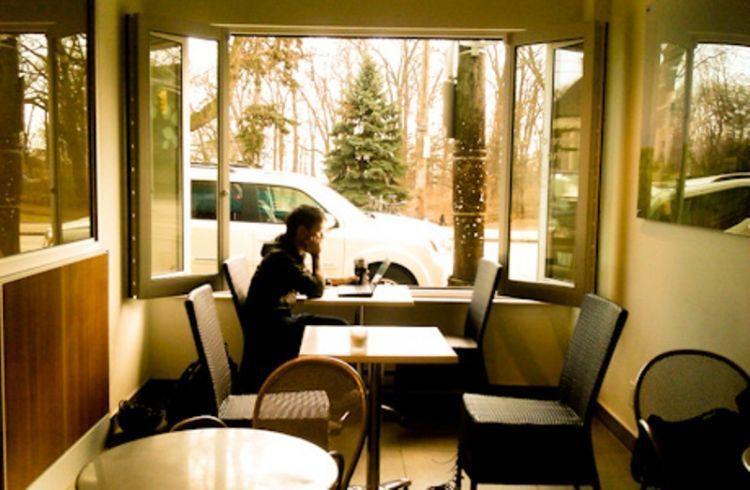 Nongkrong di kafe?