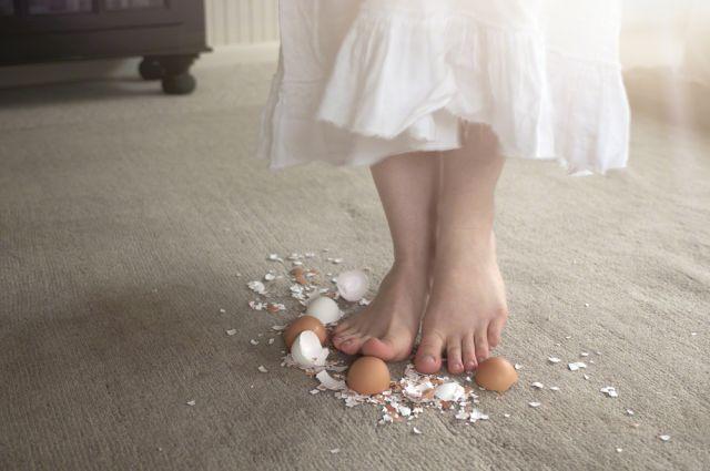 seperti berjalan di atas telur
