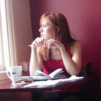 Nongkrong sendirian di coffee shop