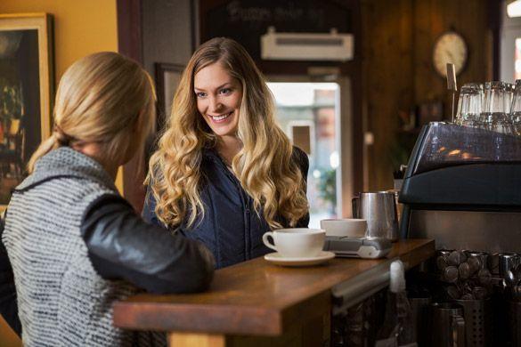 Coffee shop tempat ideal untuk minum kopi dan berbagi cerita