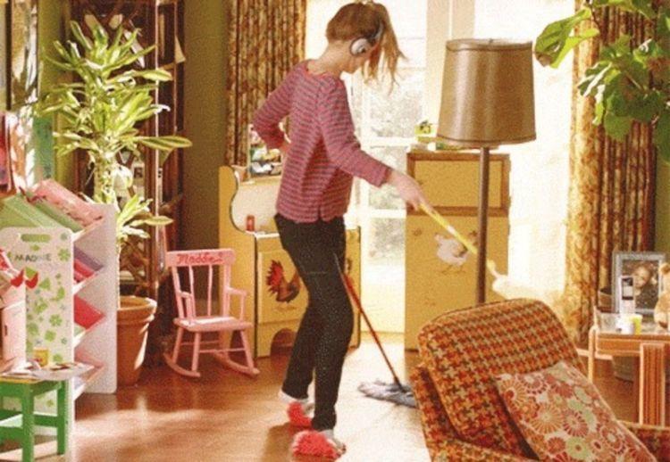 bersih-bersih rumah saja!