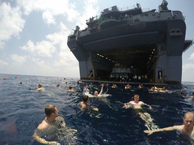 Swim call in the Gulf of Aden : pics