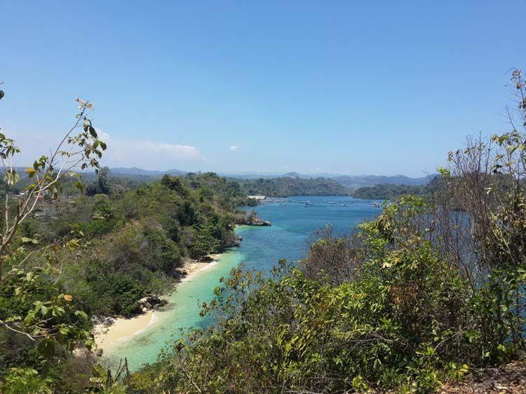 Perpaduan warna yang mengagumkan dari Pantai 3 warna. (kredit: Hesti Catelia)