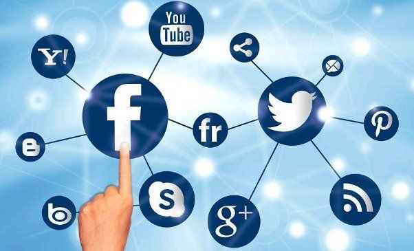 Media sosial...