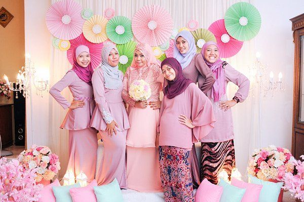 pengantin imut & ceria dibalik gaun pink