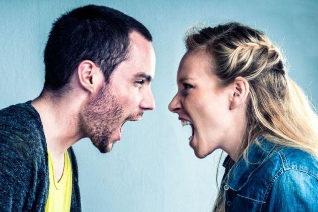 Dalam masalah percintaan, belajarlah untuk saling mengalah