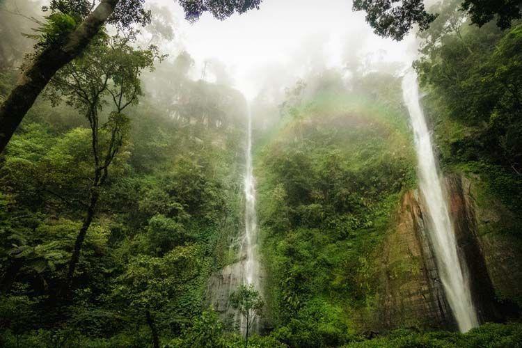 Si kembar air terjun unggulan Bondowoso (kredit: Jaya Sudadio)