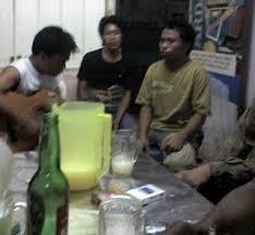 Tuak adalah minuman wajib bagi orang Batak