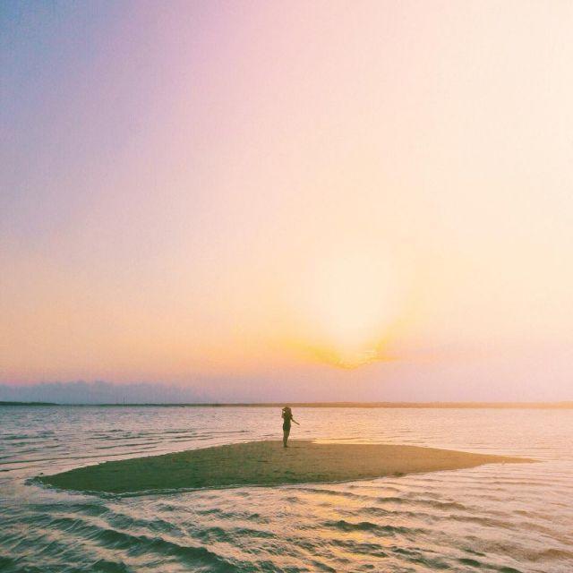 menikmati indahnya sunset di Gili Pasir