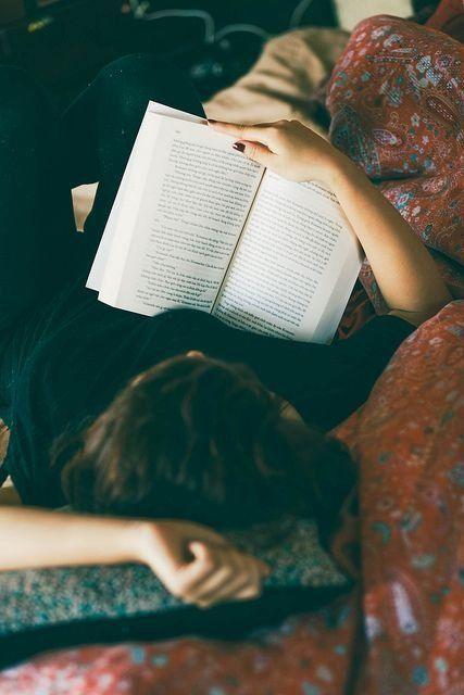 Buku membawa kebahagiaan dalam setiap lembarnyam