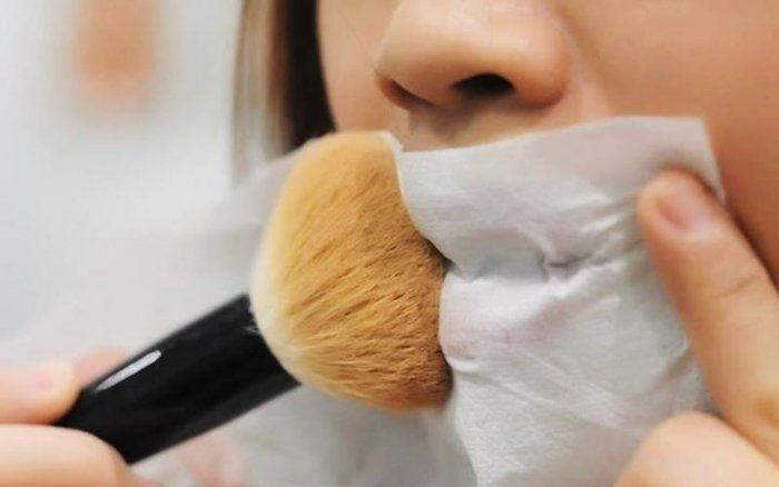 kurangi kelebihan lipstikmu