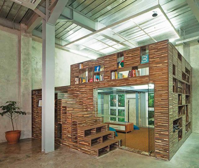 Desain ruangan untuk rak buku karya Jerry M Febrino //