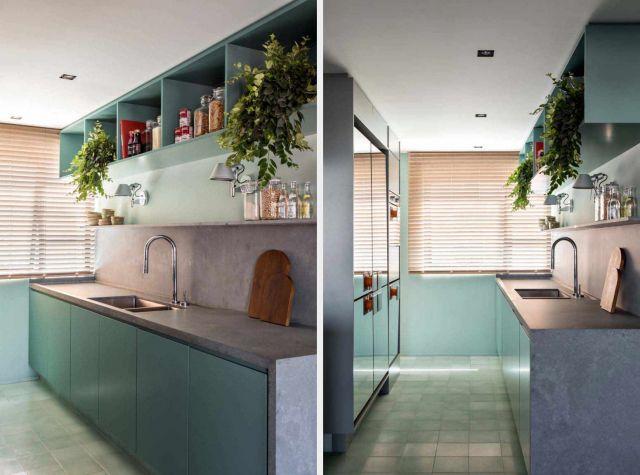 Dapur apartemen bernuansa serba hijau dengan kesan alami //