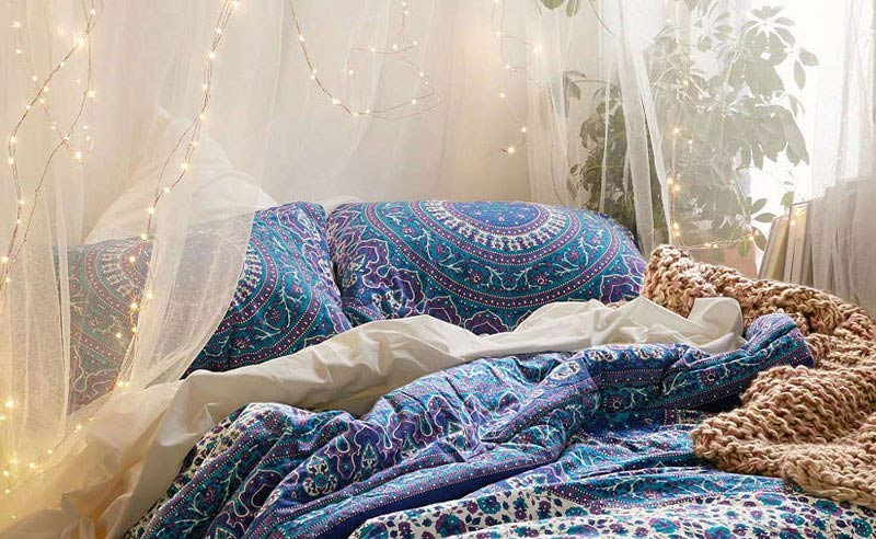 Dekorasi kelambu dihiasi lampu tumblr