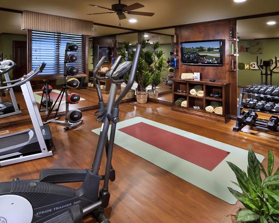 Ruang gym dengan aksesoris treadmill lengkap //