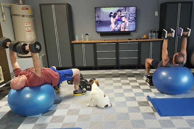Rubber mat untuk lantai ruangan gym //