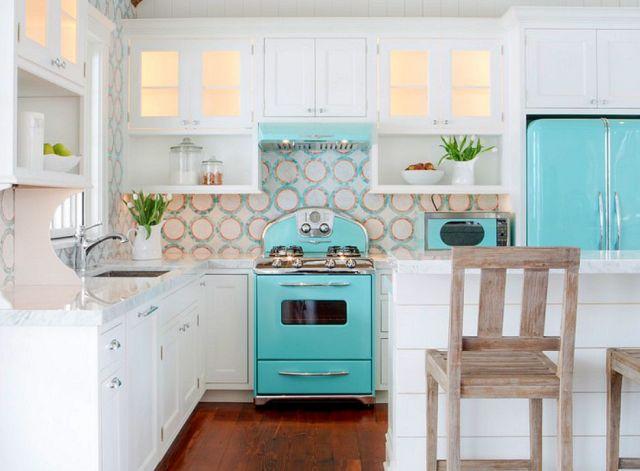 Dapur Putih dengan Warna Biru