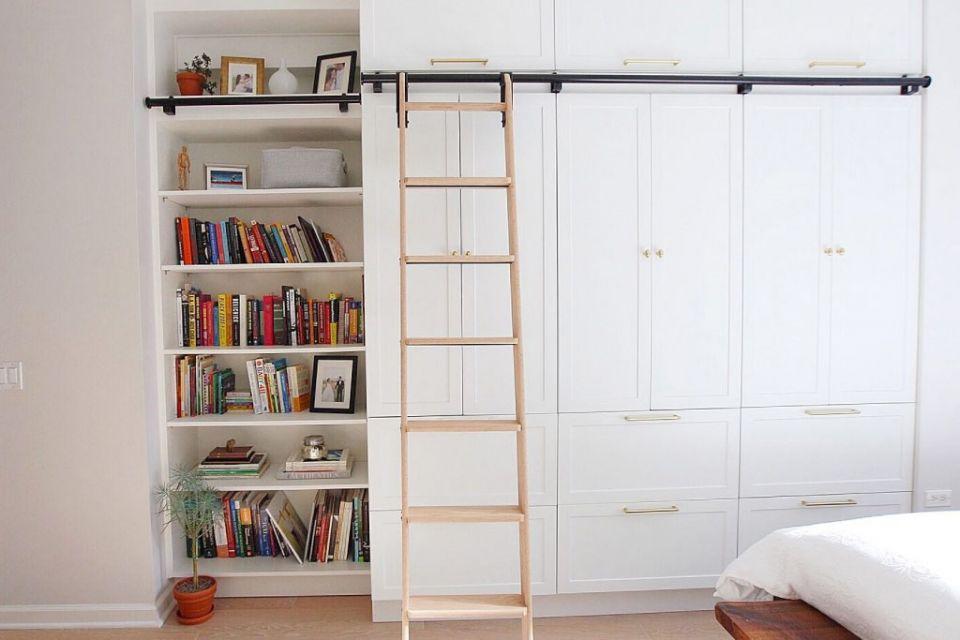 Lemari vertikal besar multifungsi, karya House of Nguyens