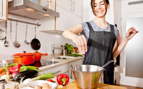 Jangan Malas Masak Sendiri di Rumah, Ini 5 Manfaatnya