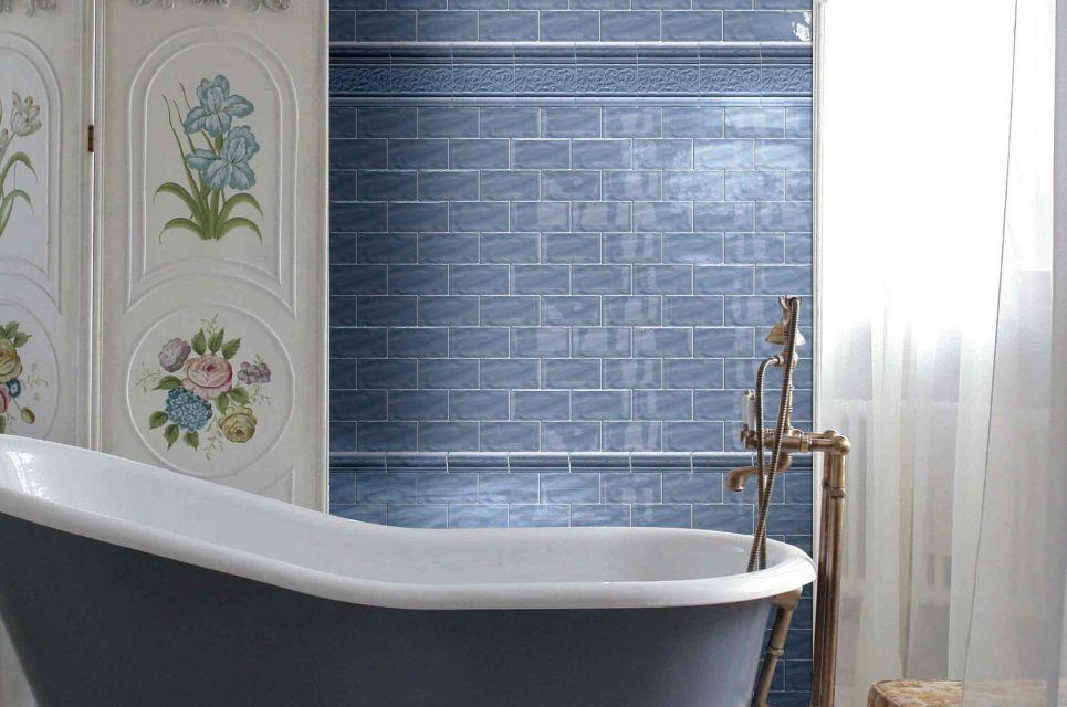 hipwee kamar mandi warna biru elegan arsitag foto 3