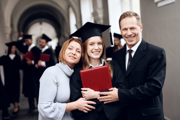 https://www.freepik.com/premium-photo/parents-congratulate-student-who-finish-their-studies_5056304.htm#page=1&query=proud%20parents&position=5