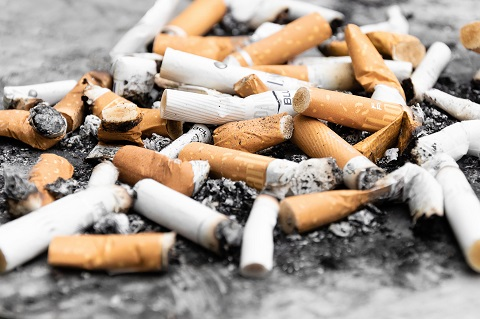 Jadi banyak sampah puntung rokok di jalan