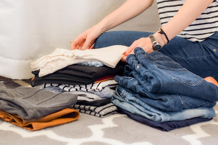 Merapikan pakaian