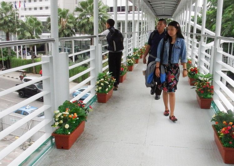 Sudahkah jembatan penyeberangan kamu manfaatkan?