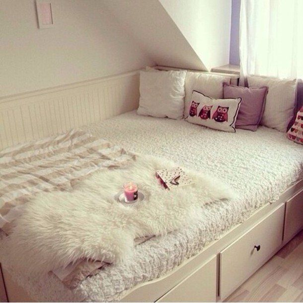 http://picture-cdn.wheretoget.it/l4g016-l-610x610-jewels-tumblr+bedroom-bedroom-bed-throw-candle-tumblr-owls-blanket-warm-fur-winter-house-girly-stripes-white-pink-pillow.jpg