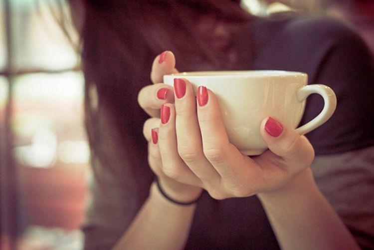 secangkir kopi di akhir hari