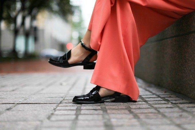 bikin tampilan formalmu dengan glossy shoes