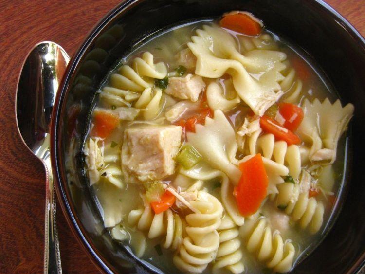 Sup ayam-makaroni