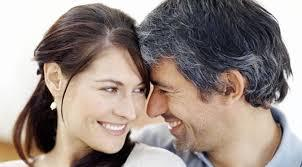 Manfaat Positif Pacaran dengan Pria Lebih Tua