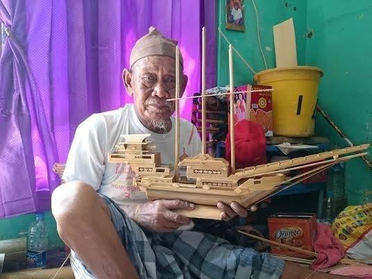 Kakek Sukardi yang gigih belajar