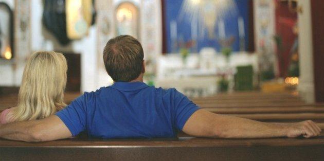 Mengajak dan menemani pacarmu ke gereja