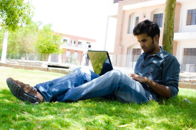 WiFi lancar di kampus sepi penghuni.