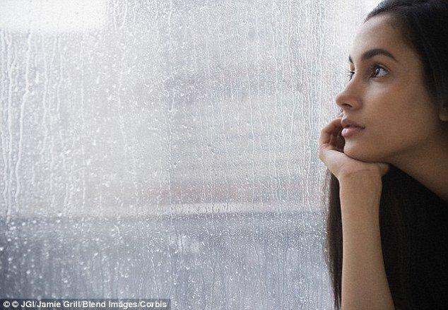 Jangan dengerin lagu Officially Missing You saat lagi ujan dari jendela kamar.