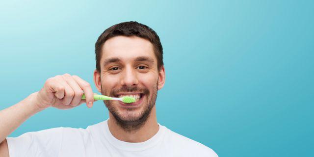 Sikat gigi yang teratur agar kamu semakin percaya diri.