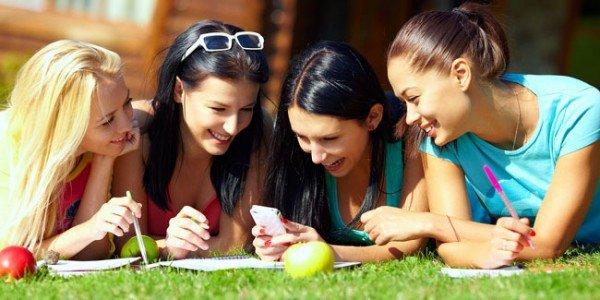 berkumpul dengan teman,bisa membuat hidupmu lebih ceria