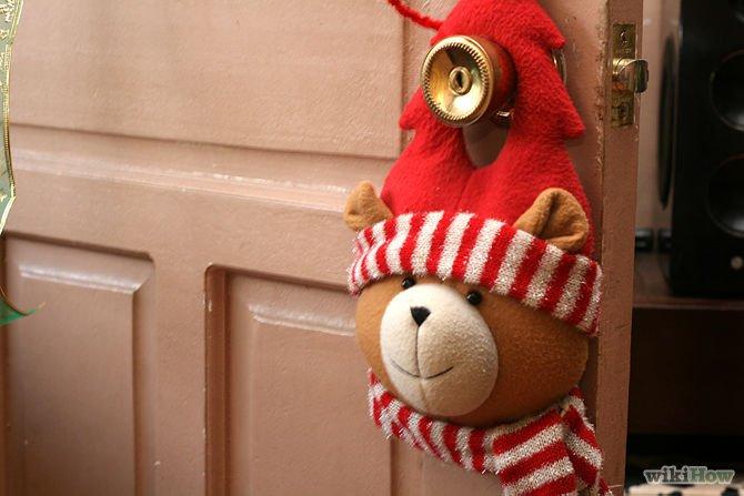 say goodbye buat gantungan imut di daun pintu kamu sebelum keluar kamar