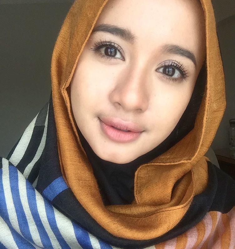 jilbab gold ini bisa kamu pakai pas acara formal