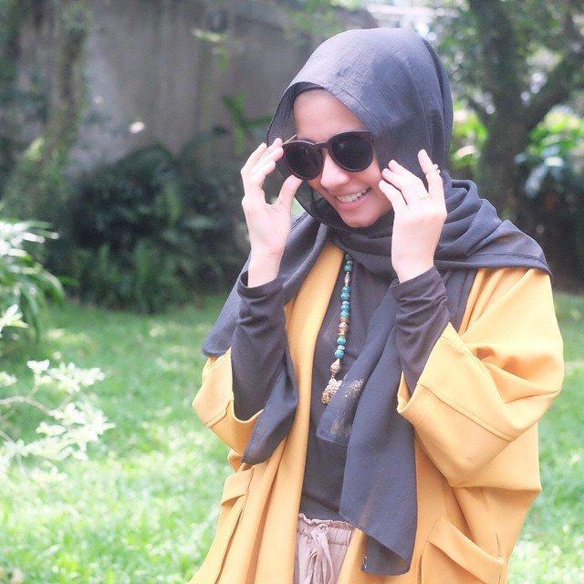 jilbab warna hitam memang dewa
