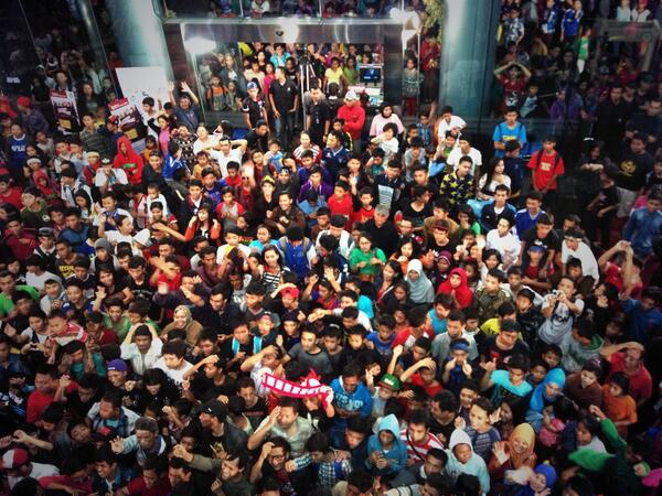 Penonton yang antusias memenuhi salah satu gedung stasiun TV jadi tanda bahwa acara tersebut mampu menghibur banyak orang...