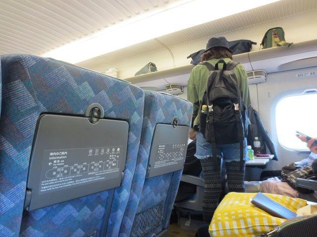 Berdiri saat Naik Shinkansen
