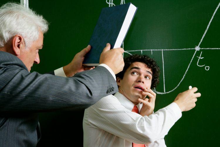 Kamu adalah sasaran utama guru di kelas hehe