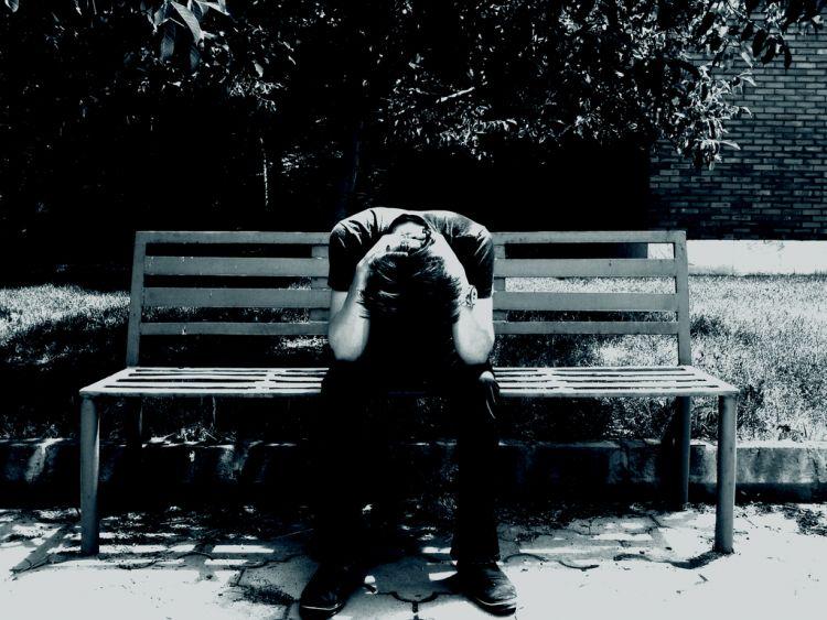 sedih berlarut-larut karena cinta